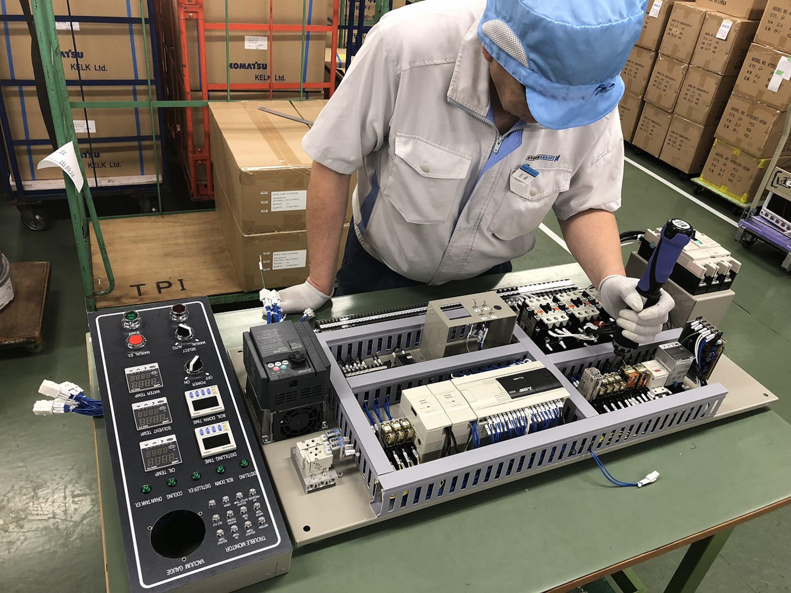 電飾BOX組付け及び各種エア及び電気引き